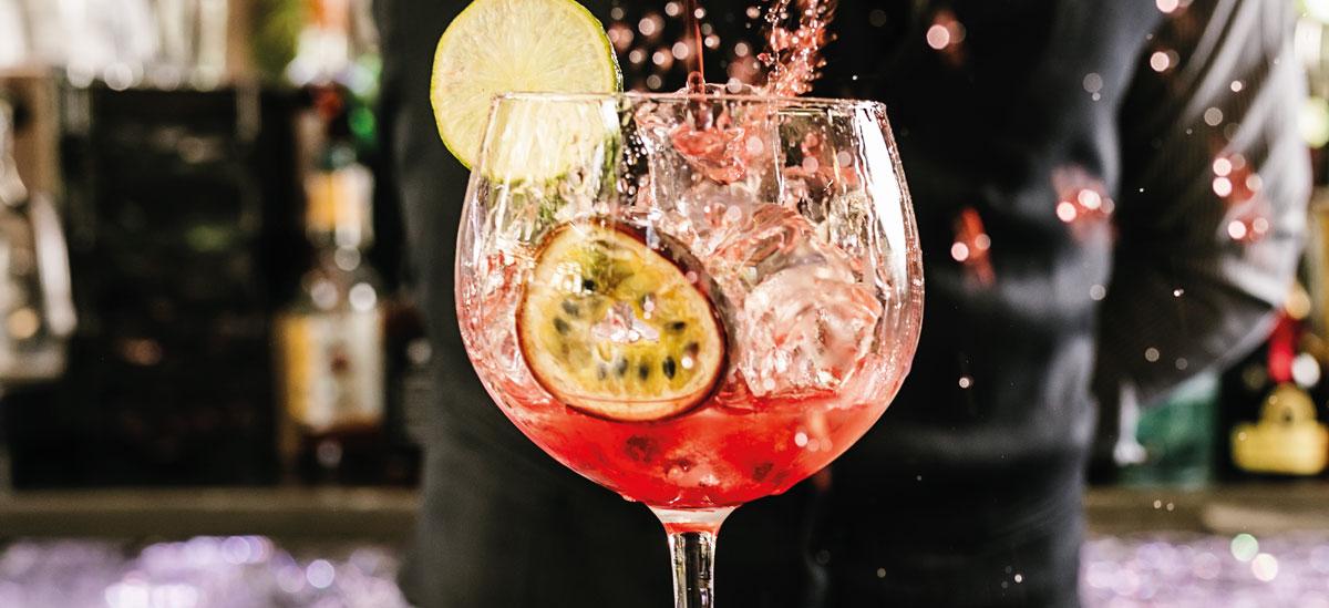 Bowlen und Cocktails
